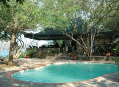 Redcliff Zambezi Lodge's Pool und Restaurant in Luangwa