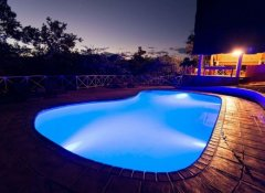 Pool bei Nacht, Tongole Wilderness Lodge, Nkhotakota
